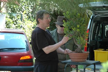 http://www.espritsdegoshin.fr/components/com_agora/img/members/2066/Jean-et-Lionel-reflexion-autour-d-un-arbousier.JPG