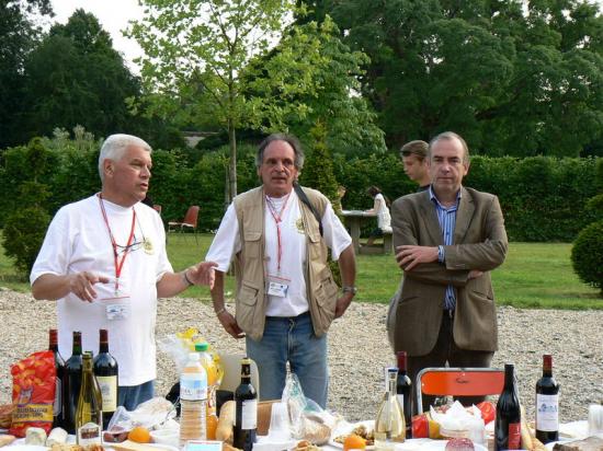 http://www.espritsdegoshin.fr/components/com_agora/img/members/2137/mini_2007-convention-EDG-034.jpg