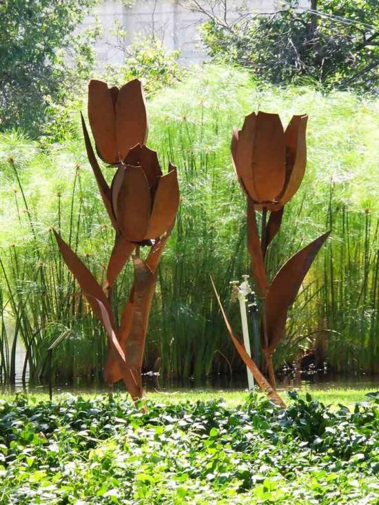 http://www.espritsdegoshin.fr/components/com_agora/img/members/3918/mini_a-déco-de-jardin-sculptures-tulipes-acier-corten.jpg