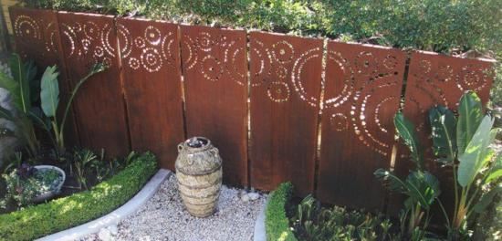 http://www.espritsdegoshin.fr/components/com_agora/img/members/3918/mini_a-sculpture-acier-corten-matériaux-bruts-construction-pont-jardin.jpg