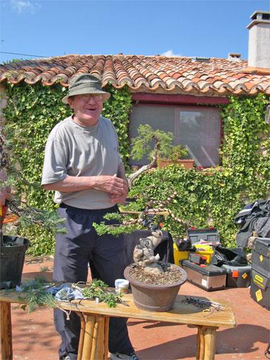 http://www.espritsdegoshin.fr/components/com_agora/img/members/62851_Jean-et-son-buis.jpg