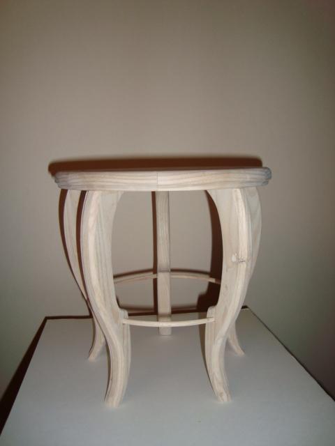 http://www.espritsdegoshin.fr/components/com_agora/img/members/74598_table_ronde_d250_ht250_001.jpg